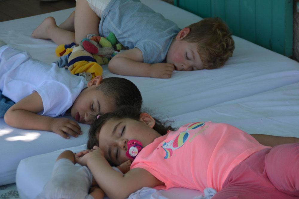Dormir dehors pour le bien être des enfants
