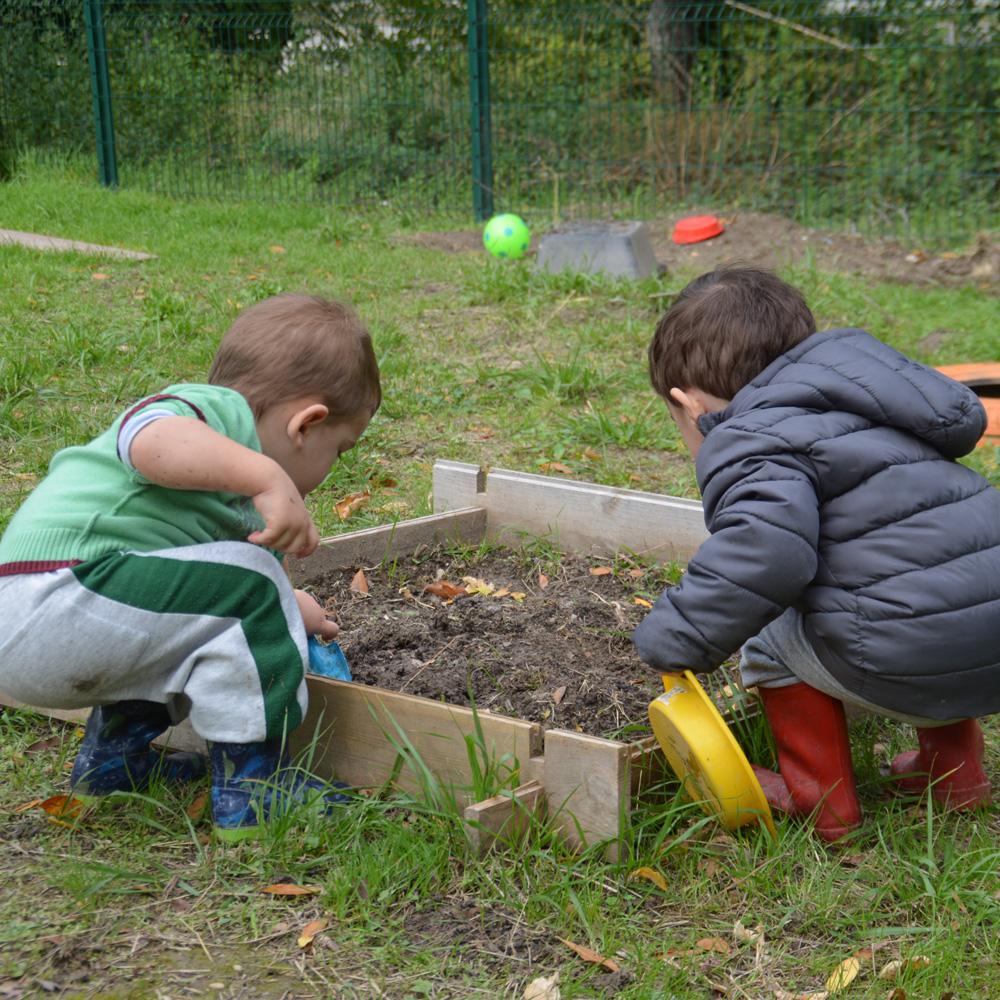 A l'Esquirou, les enfants jardinent !